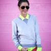 Get the look! Srebrny sweterek i neonowa koszula w casualowym stylu :)