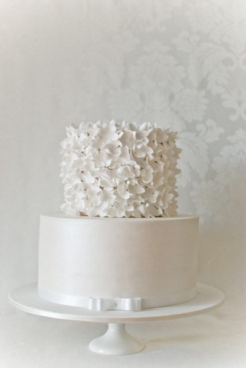 Simple White Cake Design : cudowne torty weselne - zdj?cie w serwisie Lovingit.pl (15198)