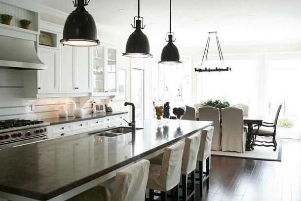 klasyczna kuchnia z jadalnią w białym kolorze  zdjęcie w   -> Klasyczna Kuchnia Z Jadalnią